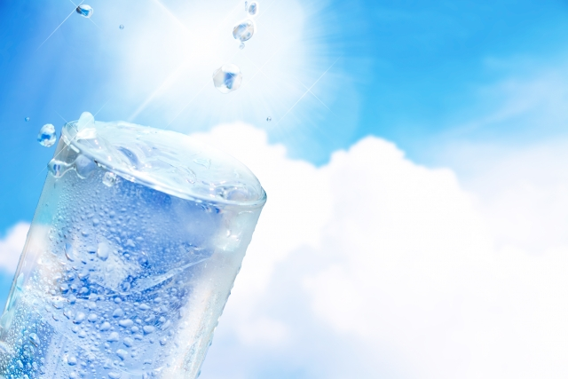 【自宅で炭酸水をつくるマシン!】ソーダメーカー「ソーダストリーム」の使い方の説明と氷の写真