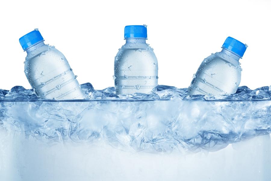 【箱買い】飲みものおすすめ7選!通販のまとめ買いが安い(送料無料あり)氷の中の飲みものの画像
